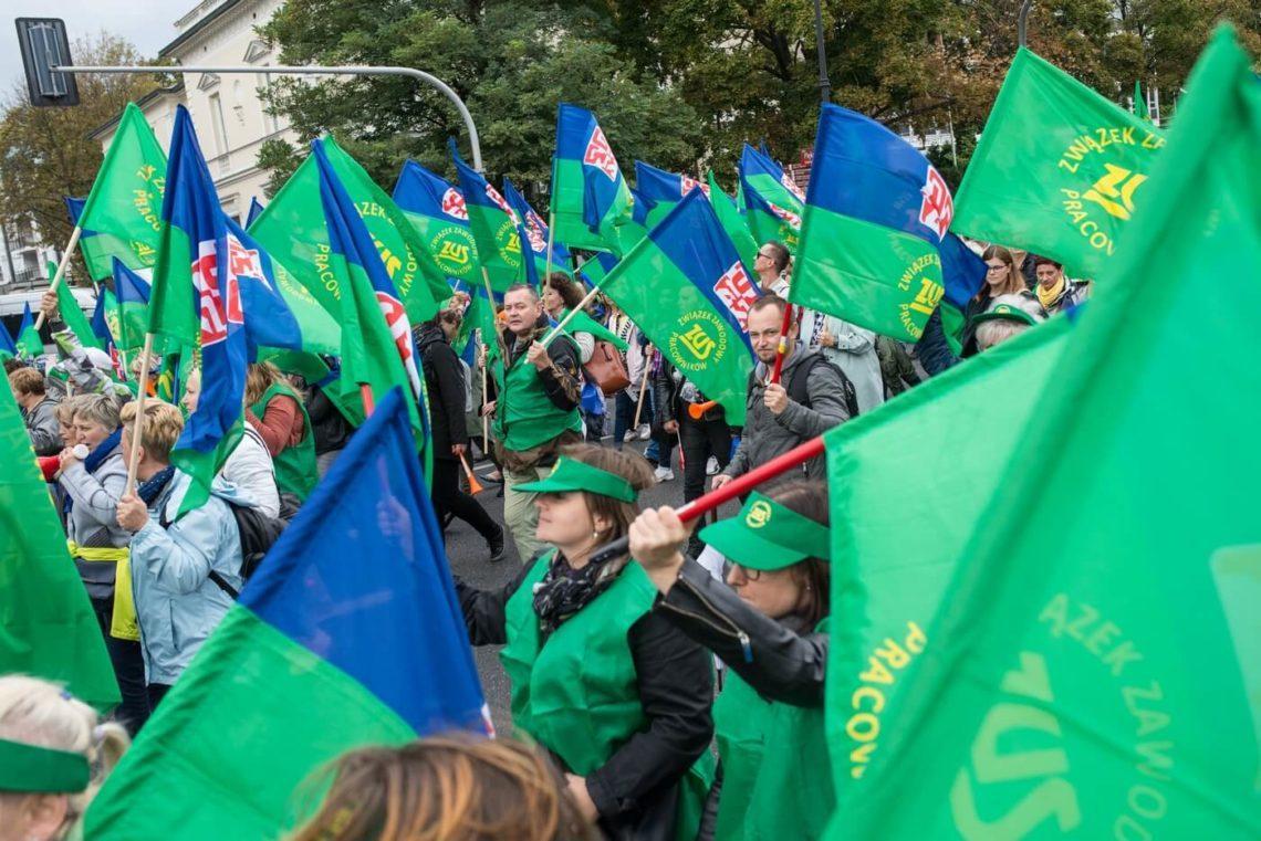 22 września. OPZZ prowadzi ulicami Warszawy demonstrację przeciwko niskim płacom. Fot. Jakub Szafrański
