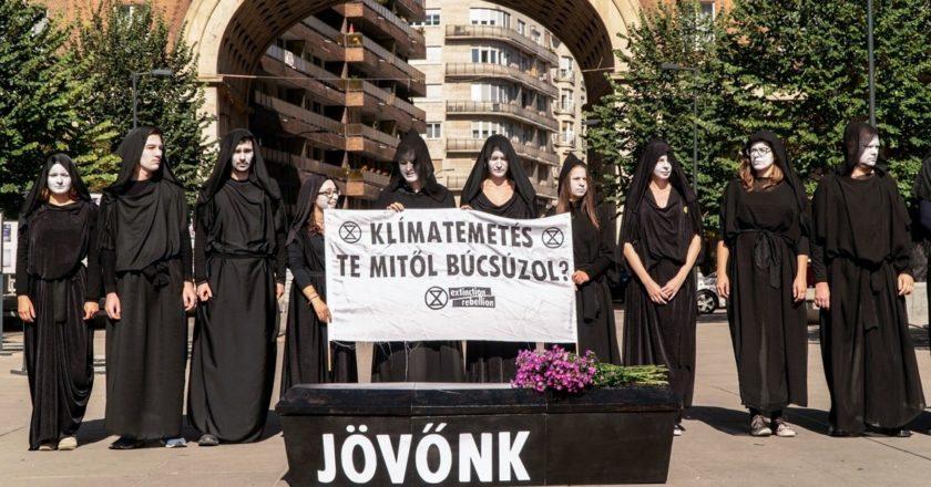 Akcja węgierskiego Extinction Rebellion. Fot. Varga Bence