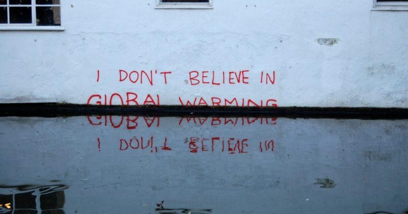 """""""Nie wierzę w globalne ocieplenie"""", graffiti Banksy'ego"""