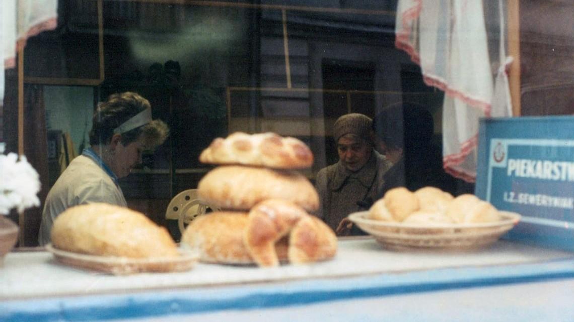 Piekarnia przy ul. Nowotki w Łodzi, 1991 r.