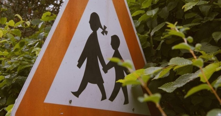 road-sign-with-children-in-trees