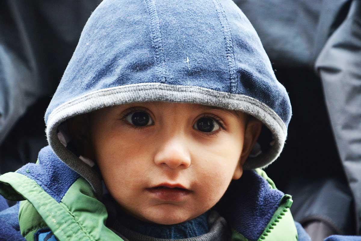 dziecko-uchodzcy-serbia-wegry