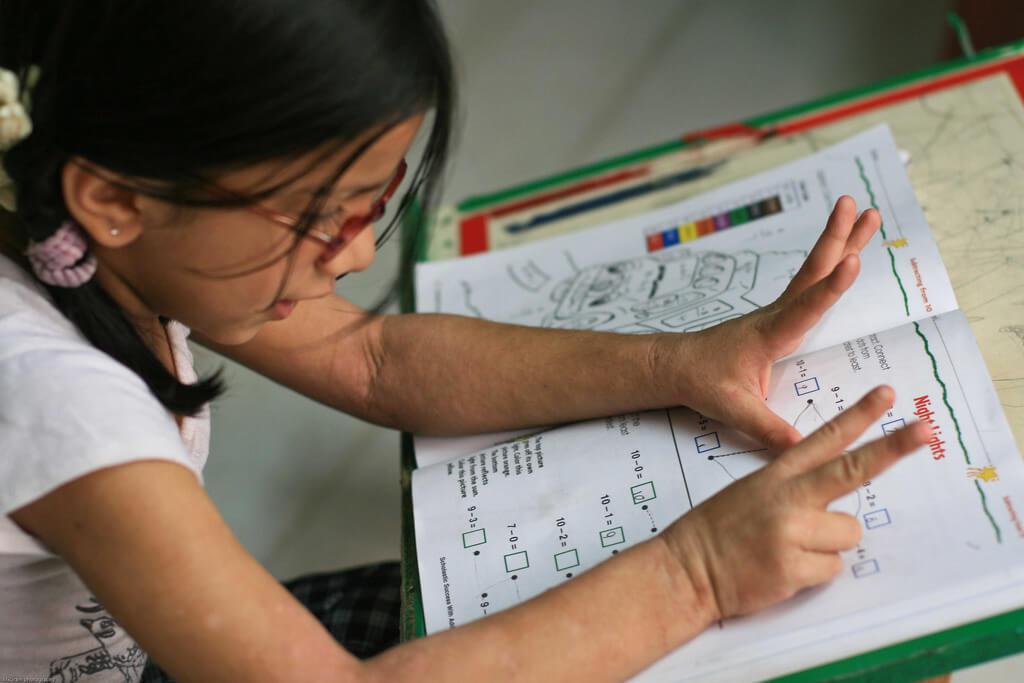 dziewczyna-edukacja-dzieci
