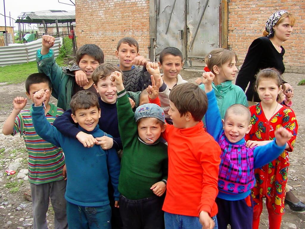 Czeczeńskie dzieci w obozie dla uchodźców w Inguszeti. Fot. Farrukh