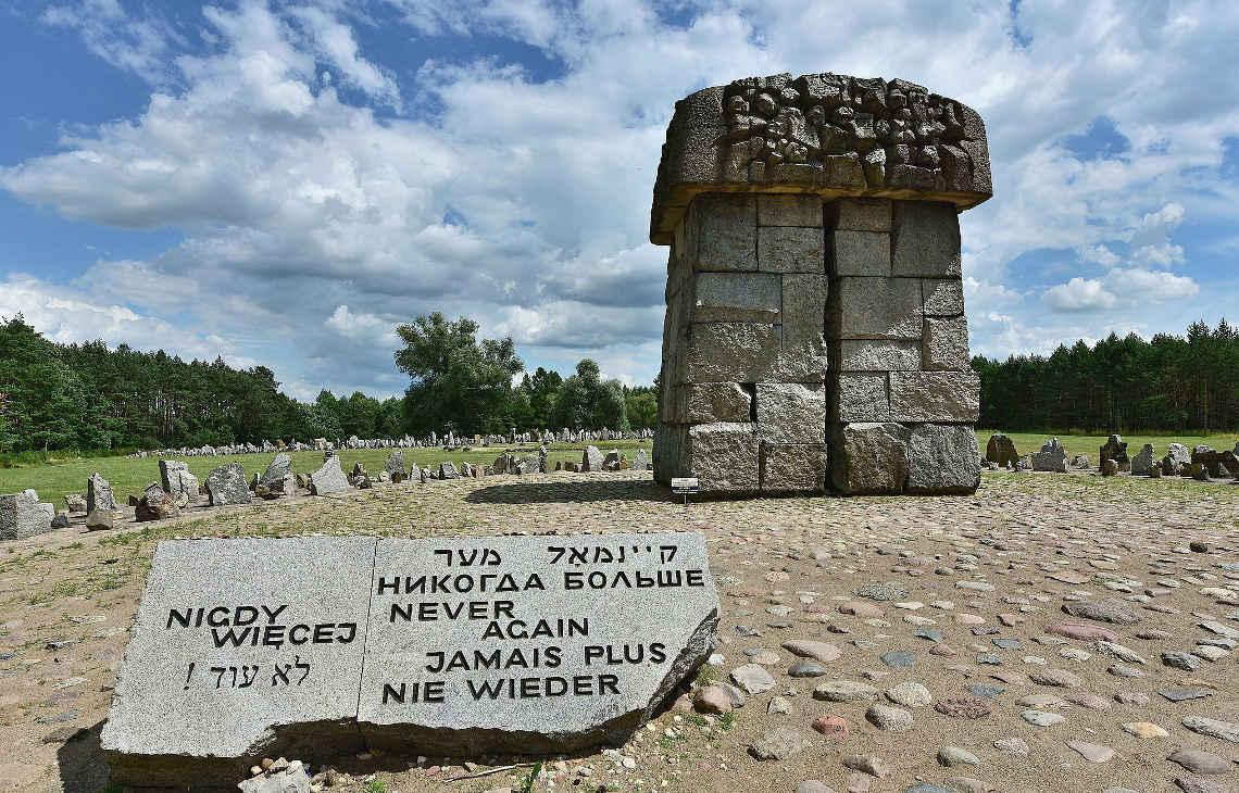 Pomnik-Ofiar-Obozu-Zagłady-w-Treblince