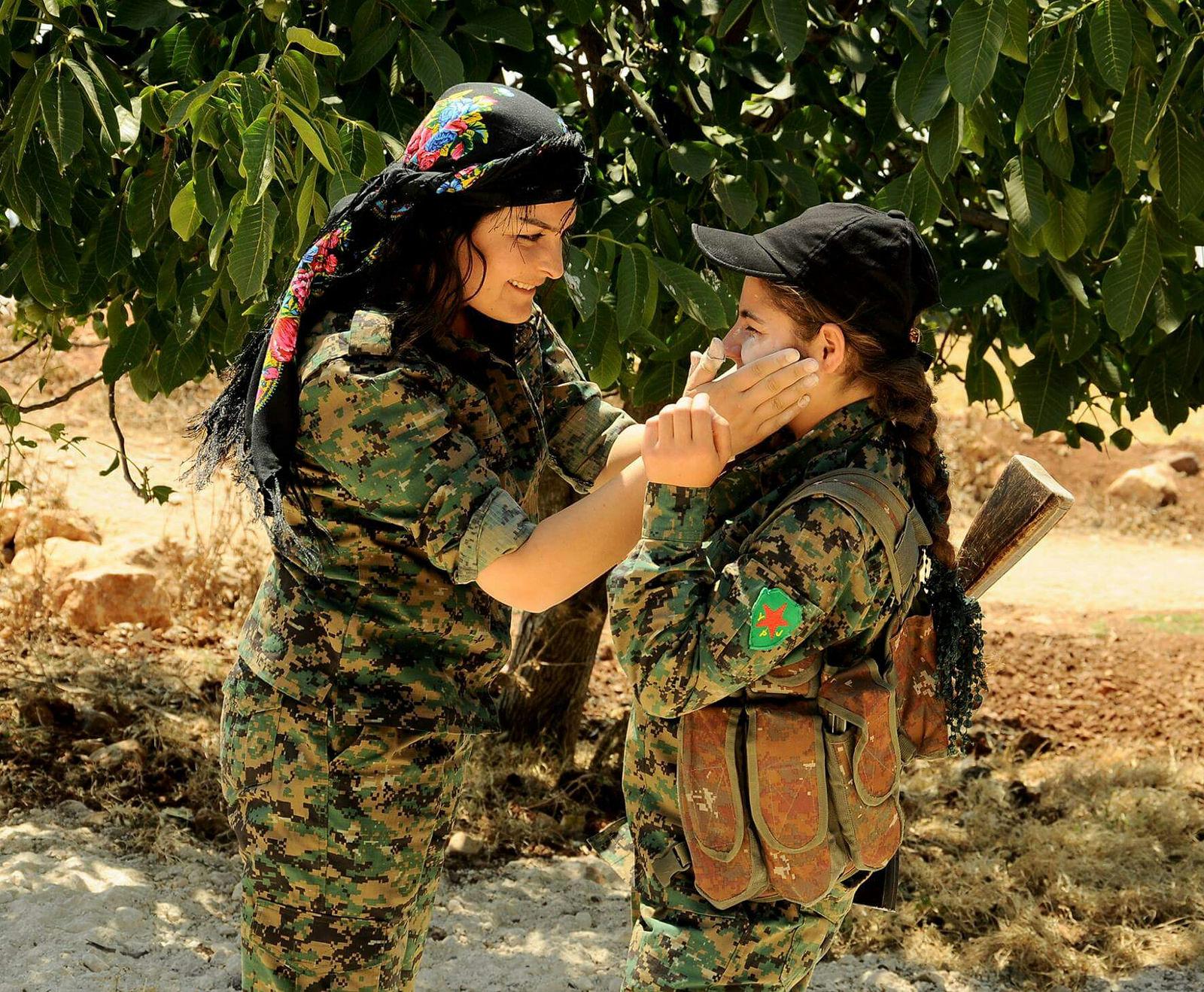 Oddziały YPG. Fot. Kurdishstruggle, Flickr.com