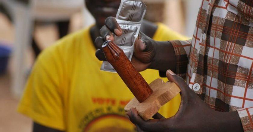 nauka-antykoncepcja-prezerwatywa-afryka