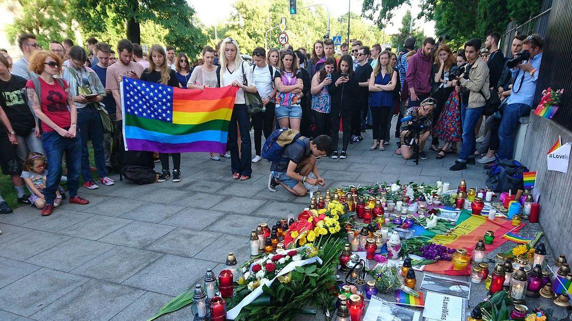 Pikieta pod ambasadą USA po zamachu na klub LGBT w Orlando. Fot. MNW CC BY-SA 4.0