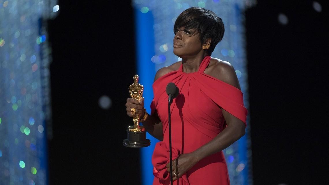 Viola Davis odbiera nagrodę dla najlepszej aktorki drugoplanowej w 2017 roku. Fot. ABC/Eddy Chen CC BY-ND 2.0