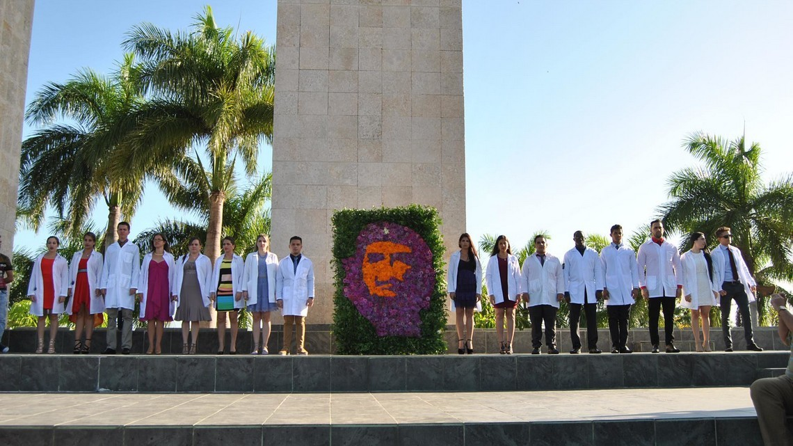 Promocja młodych lekarzy i lekarek na Kubie. Fot. UCM Villa Clara