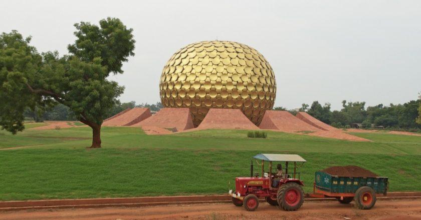 Matrimandir, świątynia w centrum Auroville. Fot. Devaiah PA/Flickr.com
