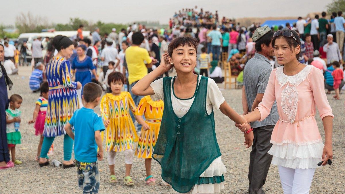 Uliczne święto w ujgurskiej prowincji Xinjiang. Fot. Sergio Tittarini