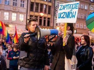 Wiktora Korzecka podczas manifestacji, fot. Krzysztof Markowski