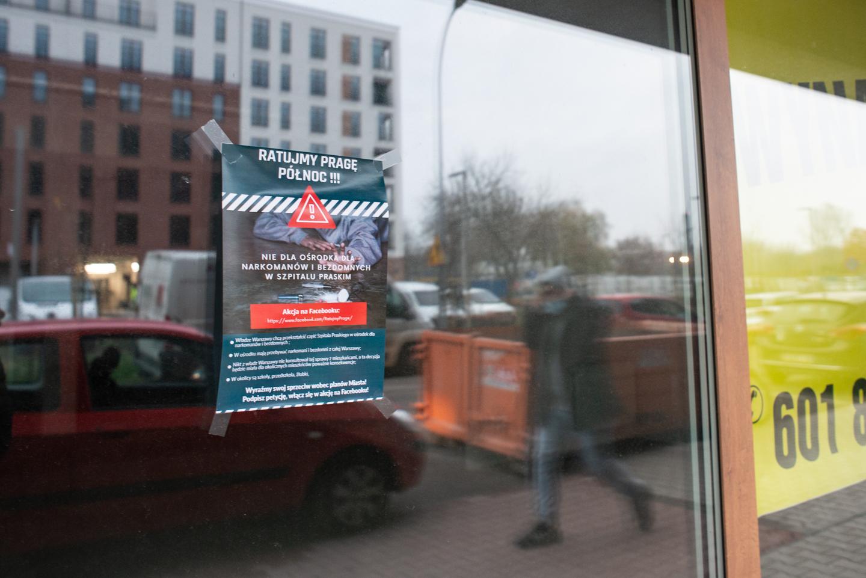 Plakat powieszony przez mieszkańców sprzeciwiających się powstaniu Centrum Redukcji Szkód, fot. Jakub Szafrański