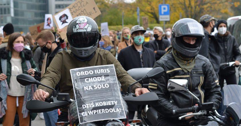 Protest pod warszawską siedzibą Ordo Iuris. Fot. Jakub Szafrański.
