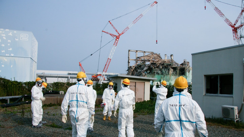 Inspektorzy na miejscu katastrofy elektrowni w Fukushimie. Fot. Giovanni Verlini/IAEA