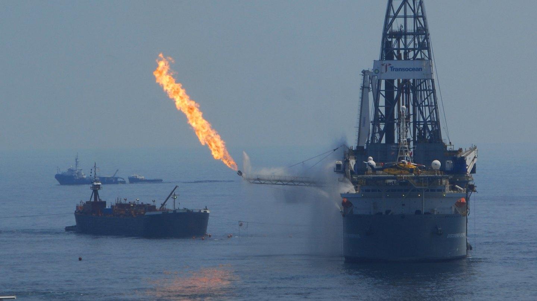 Wypalanie gazu przy wydobyciu ropy w Zatoce Meksykańskiej. Fot. John Masson/Flickr.com