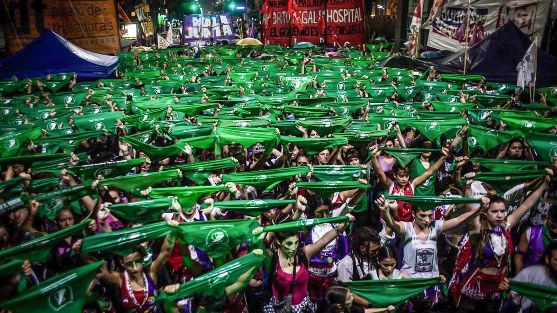 Zielone chustki to symbol ruchu pro-aborcyjnego w Argentynie. Fot. Mídia NINJA/Facebook.com