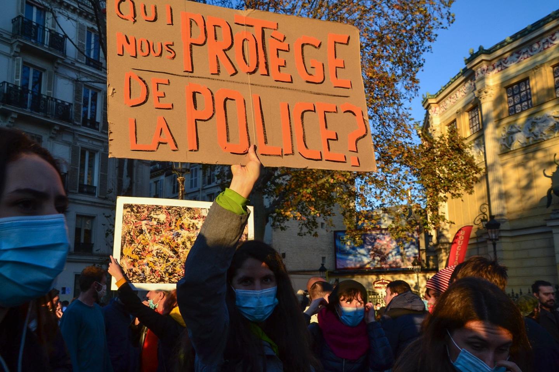 Kto nas ochroni przed policją? Fot. Jeanne Menjoulet/Flickr.com