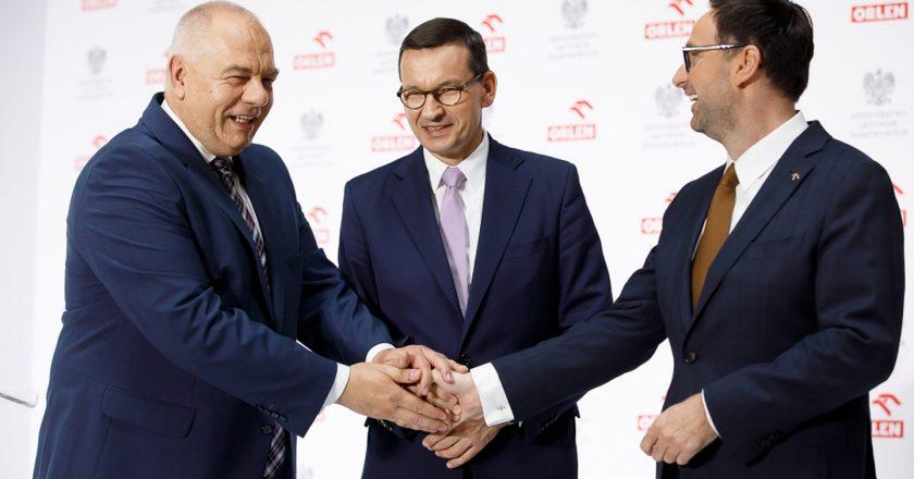 Jacek Sasin, Mateusz Morawiecki i prezes Orlenu Daniel Obajtek. Fot. Krystian Maj/KPRM