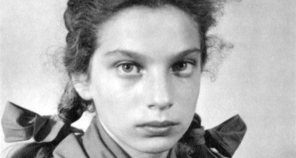 Dziewczynka z wycinaki Lien Bart van Es